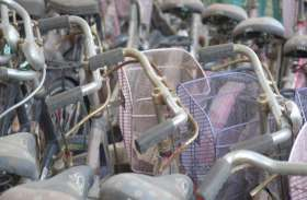 'सरस्वती' के लिए लाई सरकार की साइकिलें बनी कबाड़
