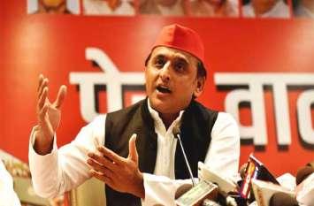 भाजपा विधायक की बेटी साक्षी की शादी पर अखिलेश का बयान, कहा सुरक्षित नहीं बेटियां