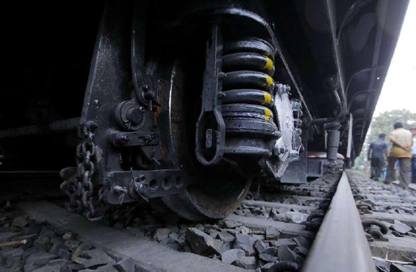 राजस्थान : धौलपुर में ट्रेन की चपेट में आया युवक, दोनों पैर कटे