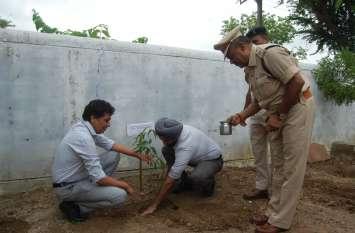 होमगार्ड कार्यालय में किया गया पौधरोपण, सैनिकों ने लगाए १०० पौधे