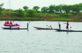 पत्नी को नदी पार कराने के चक्कर में डूब गया पति,  दूसरे किनारे नाव लाने तैर कर जा रहा था बीच में डूब गया