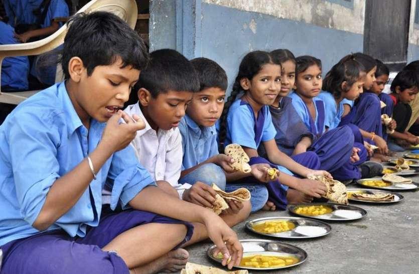 गहलोत सरकार का Mid Day Meal में नवाचार, अब सरकारी स्कूलों में कोई भी करवा सकेगा भोजन