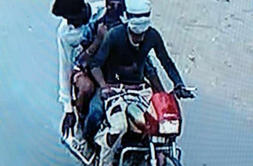 चाकू दिखाकर एजेंट से सवा लाख रुपए लूटने के मामले में संदिग्धों से चल रही पूछताछ