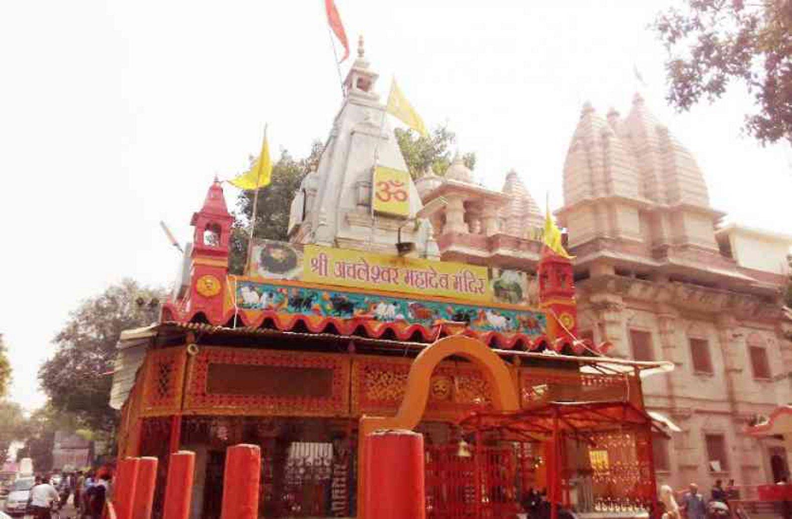 अचलेश्वर महादेव मंदिर के पुनर्निर्माण में अनियमितताओं के विरोध में हाईकोर्ट में याचिका