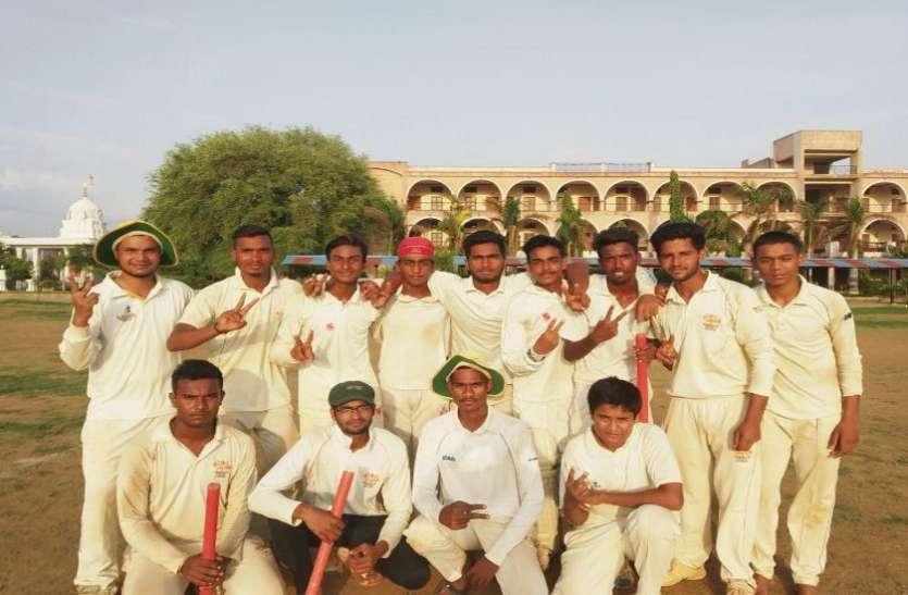 सुपर किंग्स को 7 विकेट से हराकर रॉयल चैलेंजर्स फाइनल में