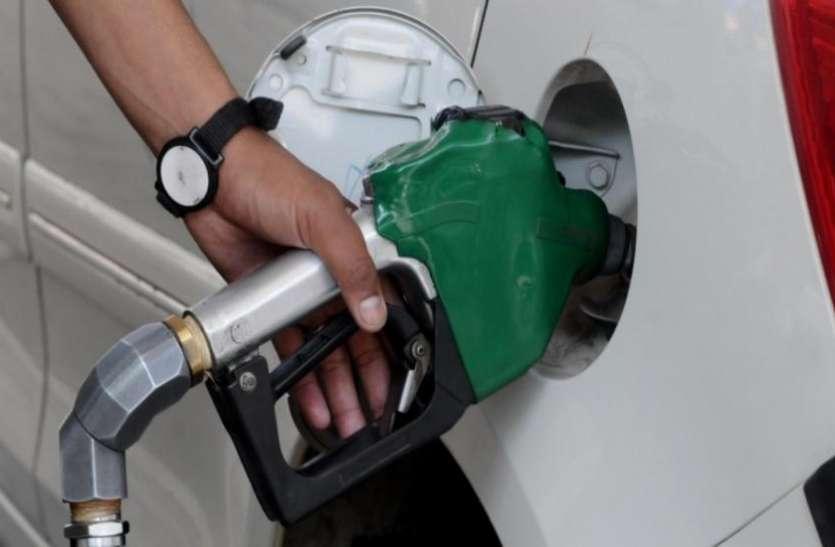 28 महीने के बाद रिकॉर्ड लेवल पर पहुंचे पेट्रोल के दाम, जानिए अपने शहर की कीमत