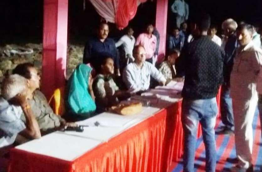 उदयपुर कलक्टर ने रात्रि चौपाल में सुनी समस्याएं, किया निस्तारण