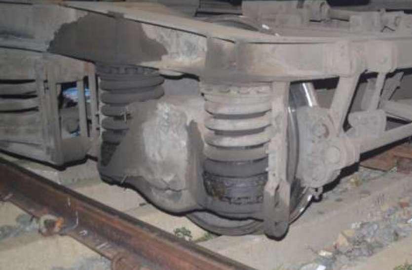 जयपुर रेलवे स्टेशन पर पटरी से उतरी ट्रेन, बड़ा हादसा होने से बचा