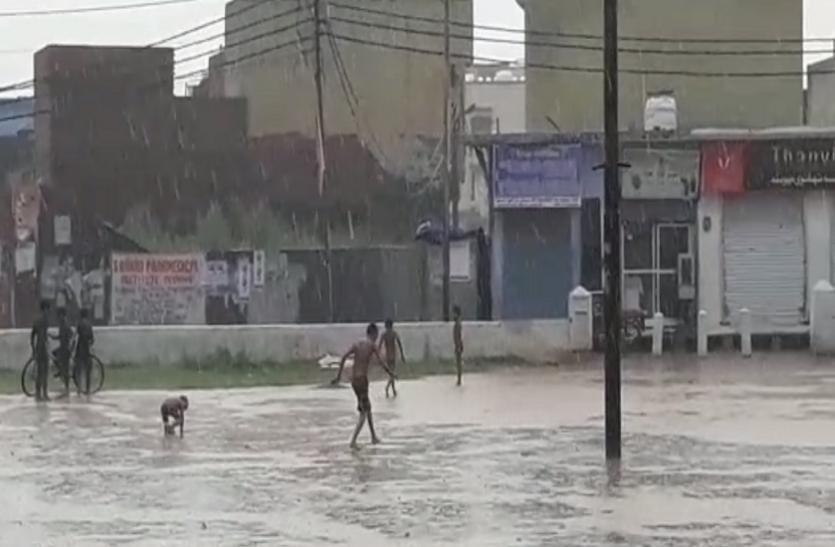 भीषण गर्मी के बाद यूपी के इस जिले में जमकर हुई बारिश, दिल्ली-एनसीआर के लिए आई ऐसी भविष्यवाणी