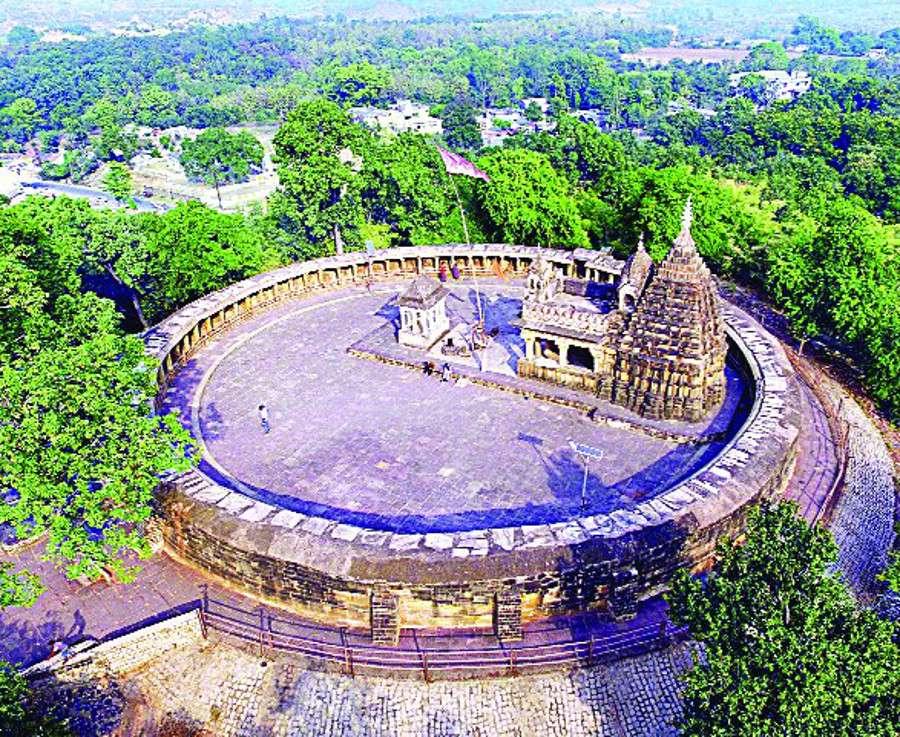 क्षेत्रीय लोगों ने भेड़ाघाट स्थित इस मंदिर की व्यवस्थाओं में सुधार के लिए की मांग