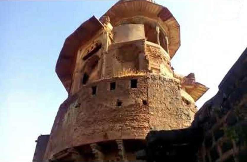यहां सोने में बदल जाता है लोहा! इस किले की दीवार में पारस पत्थर का MYTH