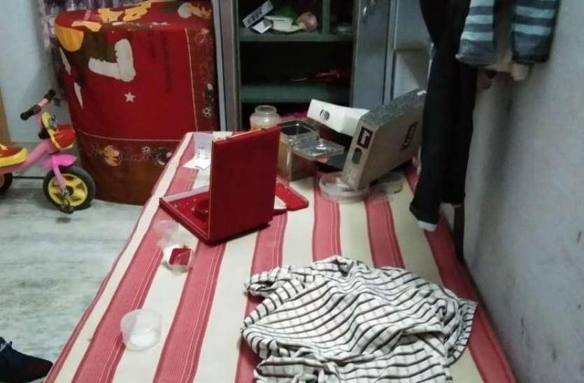 बीकानेर- मालिक को कमरे में बंद कर घर में चोरी