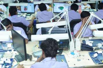 surat  news हीरा उद्योग में मंदी के कारण हीरा श्रमिकों को नौकरी से निकाला