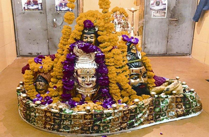 चमत्कारी मंदिर में पूजन से मिलती है गुरु की कृपा, पूर्ण होती हैं मनोकामनाएं