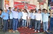 indian railway : लोकोपायलटों ने भूखे रहकर किया काम, स्टेशन लॉबी के सामने प्रदर्शन: देखें वीडियो