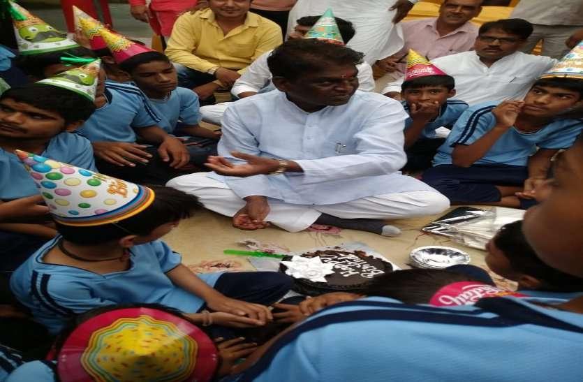 birthday celebration : मंत्री प्रभुराम चौधरी ने दिव्यांग बच्चों के साथ मनाया अपना जन्मदिन, देखें वीडियो