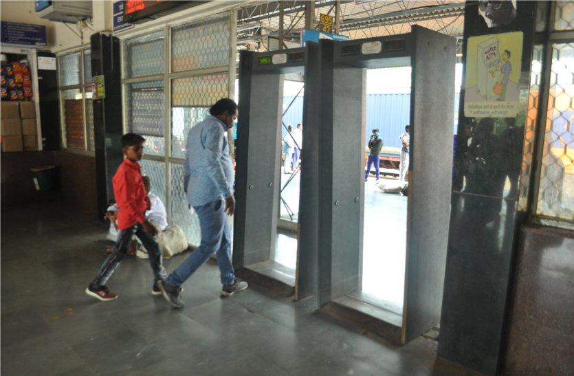 इस महत्वपूर्ण रेलवे स्टेशन पर नहीं है सुरक्षा के संसाधन