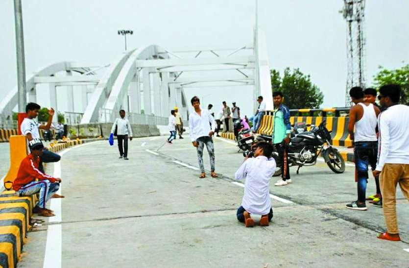 ग्वालियर के कलेक्टर साहब को पुल का उद्घाटन कर रहा है परेशान, पढ़ें पूरी खबर