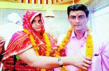 सवा लाख रुपए लेकर दलाल ने पुजारी की कराई शादी, वो भी पहले से शादीशुदा हिना खान को गीता बताकर