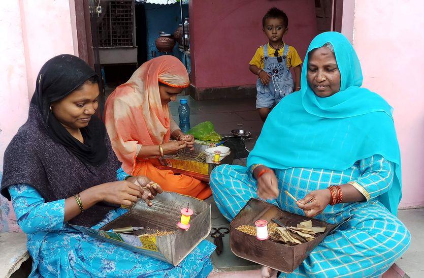 बीड़ी उद्योग: दिनभर अंगुली खपाने के बाद मिलते हैं इन्हें 50 से 100 रुपए, स्वास्थ्य को भी खतरा