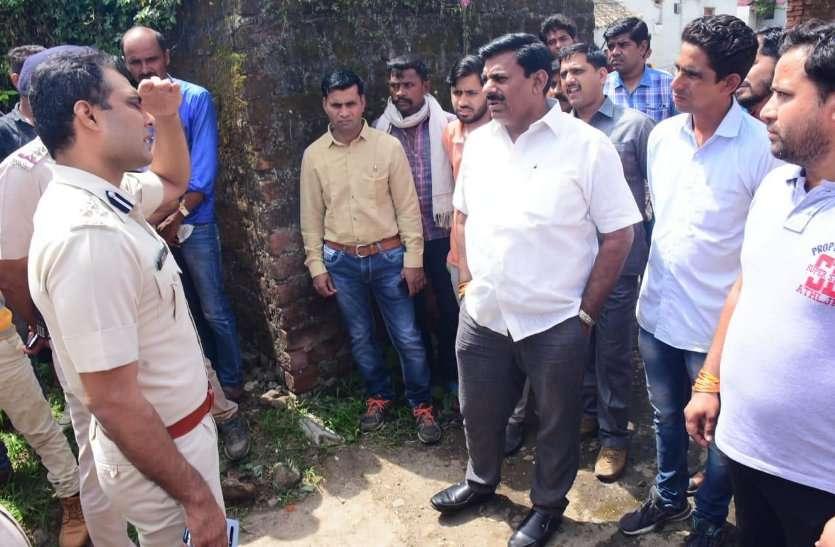 child kidnapping news : 18 घंटे से लापता मासूम का नहीं मिला सुराग, परिजनों से मिलने पहुंचे भाजपा विधायक