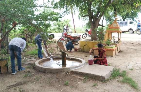 ग्राम को स्वच्छ, सुंदर बनाने के संकल्प के लिये युवाओं ने किया ग्रामवासियों से संवाद