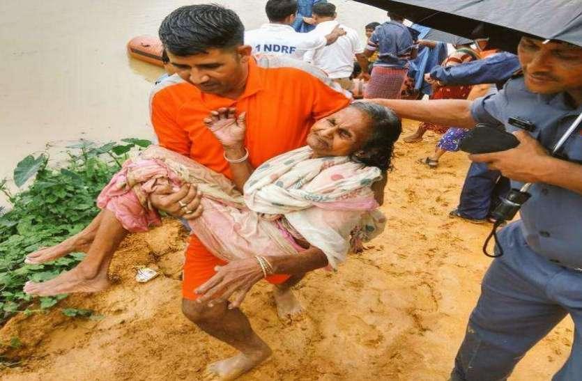 असम फ्लड 2019  : पानी में बह गए 26 लाख लोगों के अरमान, तस्वीरों में देखें बाढ़ पीड़ितों का दर्द