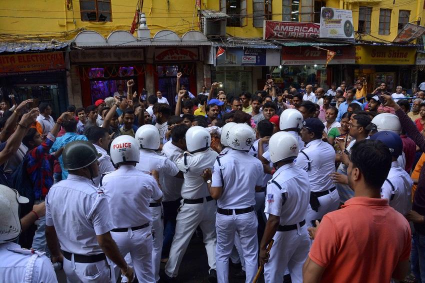 Group Hanuman Chalisa try to stop by police सामूहिक हनुमान चालीसा पाठ में पुलिस के अड़ंगे का आरोप