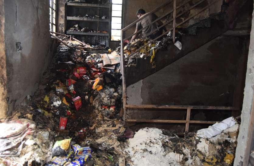 fire: सुपर मार्केट में लगी आग, लाखों का नुकसान