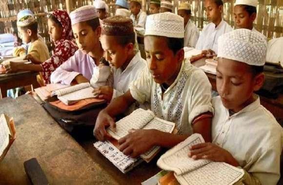 मदरसे में पढ़ने वाले बच्चों को बीजेपी और इकबाल सोसायटी ने बांटी शिक्षा सामग्री, सबका साथ सबका विकास पर हो रहा काम