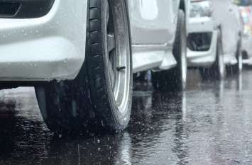 भारी बारिश में ऐसे बचाएं अपनी कार और मोटरसाइकिल, नहीं होगा कोई नुकसान