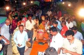 फोटो गैलरी : महाप्रभु जगन्नाथ ने भाई-बहन के साथ किया श्रीमंदिर में प्रवेश