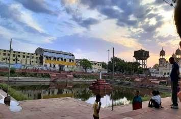 महारानी विक्टोरिया के नौका बिहार का साक्षी ऐतिहासिक पक्का तालाब, देखरेख के अभाव में हो रहा बदरंग