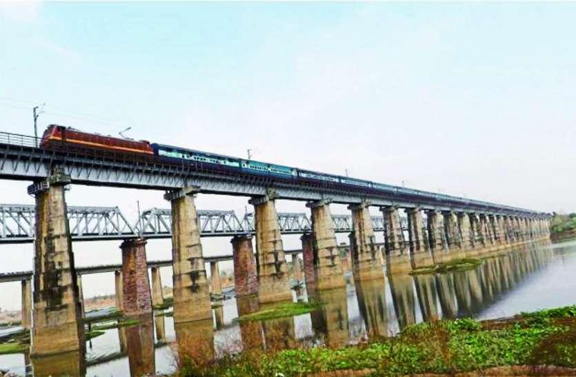 Monsoon Alart: बारिश में बाढ़ को लेकर अलर्ट करेंगे ब्रिज पर