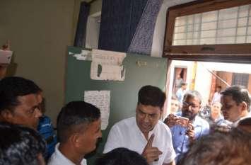 गायों के लेकर अफसर से भिड़े BJP Mayor Umesh Gautam , मेयर पर दर्ज हुआ मुकदमा