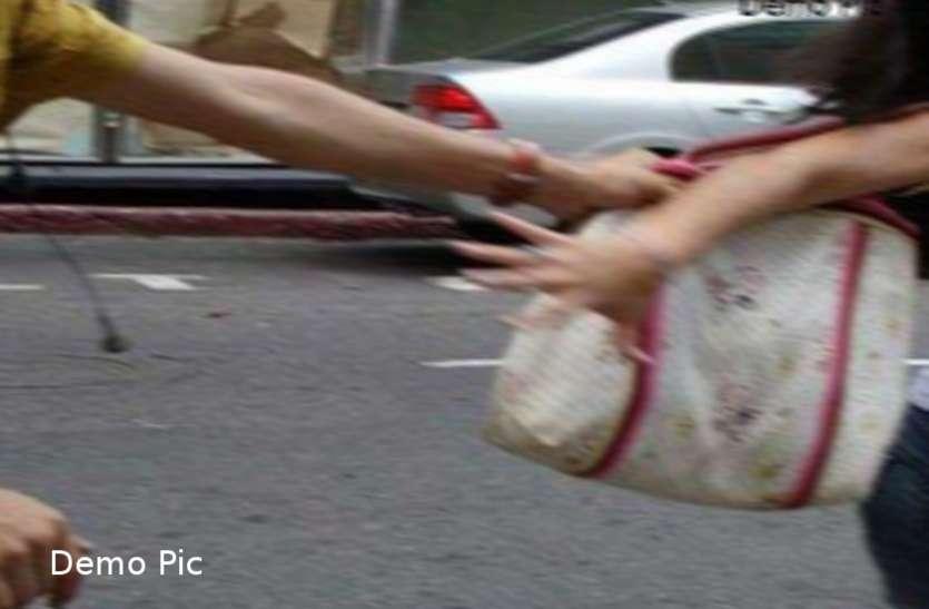 बांसवाड़ा : पति के साथ साईं मंदिर दर्शन करने जा रही पत्नी से लूट, दो बाइक सवार बदमाश बैग छीनकर फरार