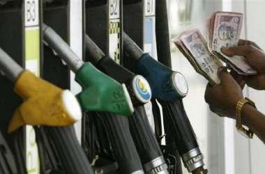 इन्फ्रास्ट्रक्चर के नाम पर पेट्रोल-डीजल के जरिये टैक्स वसूल रही सरकार, अब कहीं और खर्च करने की तैयारी