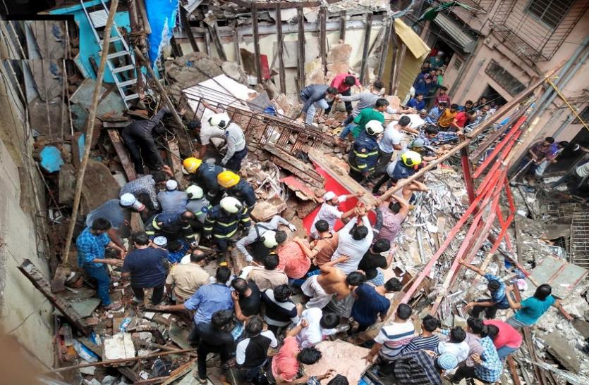 मुंबई में 4 मंजिला इमारत गिरी, 10 लोगों की मौत, रेस्क्यू ऑपरेशन जारी