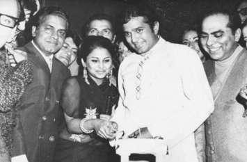 इस एक्ट्रेस को बचपन में ही दिल दे बैठे थे राजेश खन्ना, लंबे समय तक रहे लिव इन में! फिर एक दिन स्कर्ट पहनने...