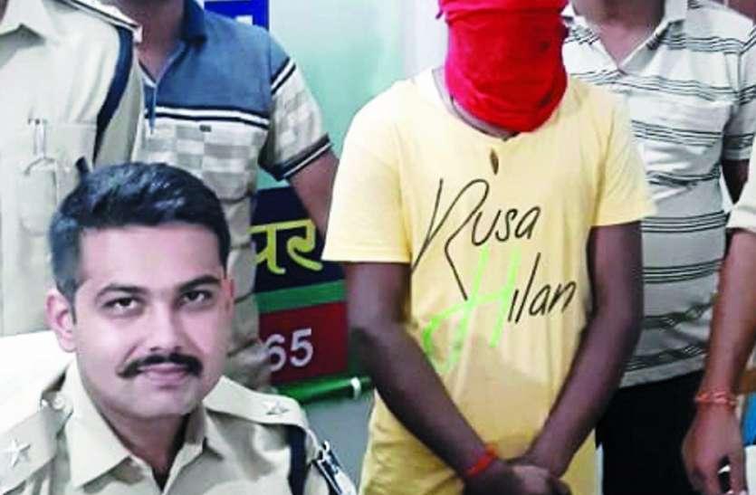 लूट का अंजाम देने वाला बदमाश गिरफ्तार, कट्टा व पंच बरामद