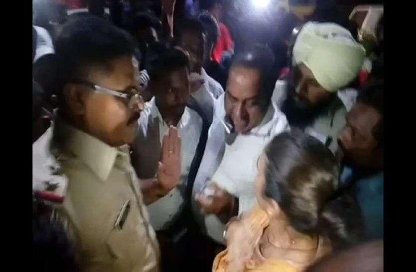 विधायक के भाई की बस को बचाने के लिए बीच चौराहे महिला पर टूट पड़े पुलिसवाले, फिर यह हुआ...