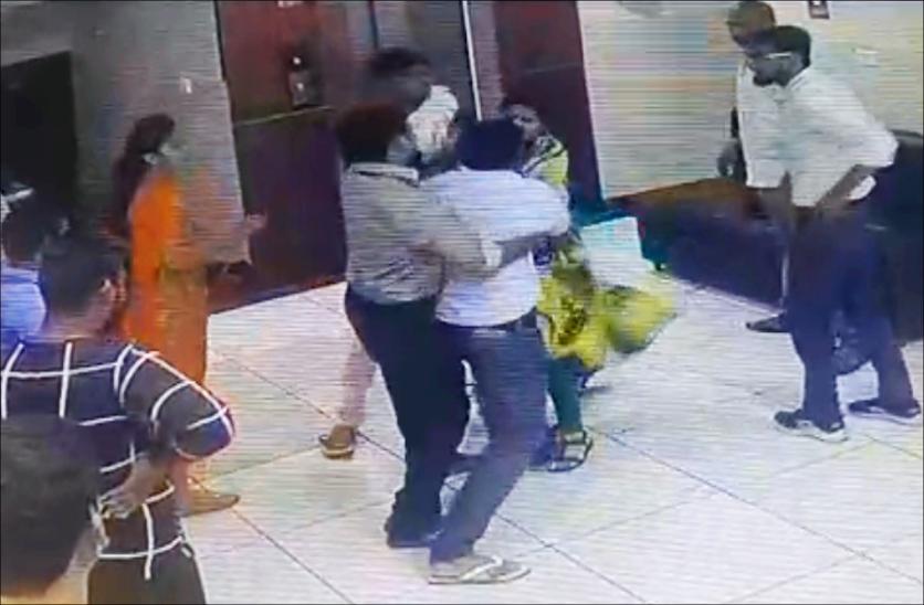 Doctor beaten to Receptionist