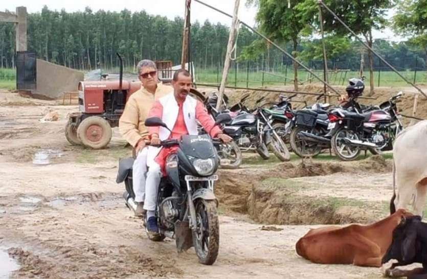 Ayodhya : सीएम योगी ने दिखाया गुस्सा तो मोटरसाइकिल से ही गौशाला पहुंचे विधायक और मेयर