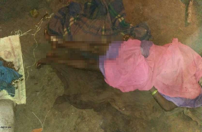 शाम को बकरी चराकर जब घर पहुंची युवती तो खून से लथपथ थे शराबी बाप के हाथ और मां...
