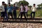 ट्रेन के सामने युवक ने लगाई छलांग, मौत