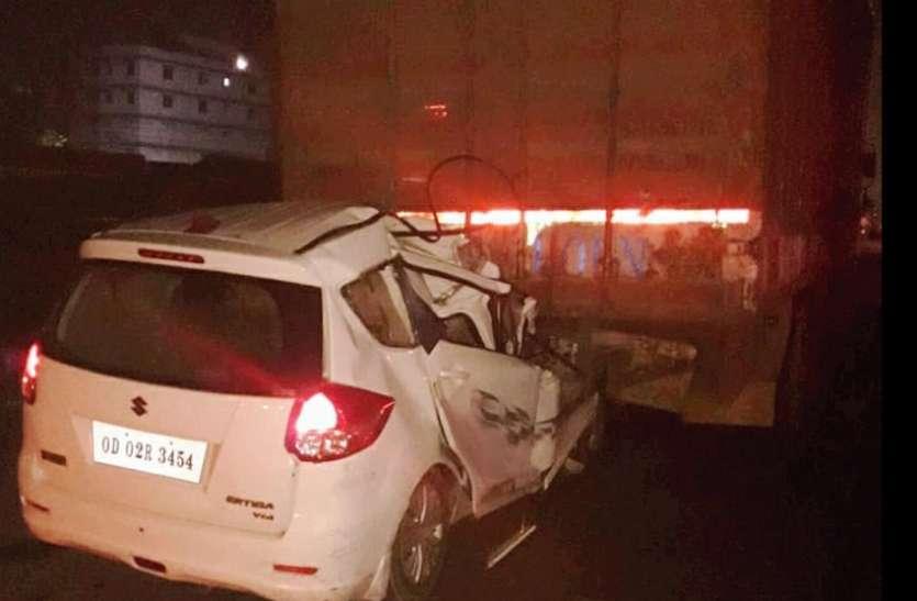 car collides with container in Dholagarh, 5 people are die:  धुलागढ़ में कार कंटेनर से टकराई, 4 जने की मौत