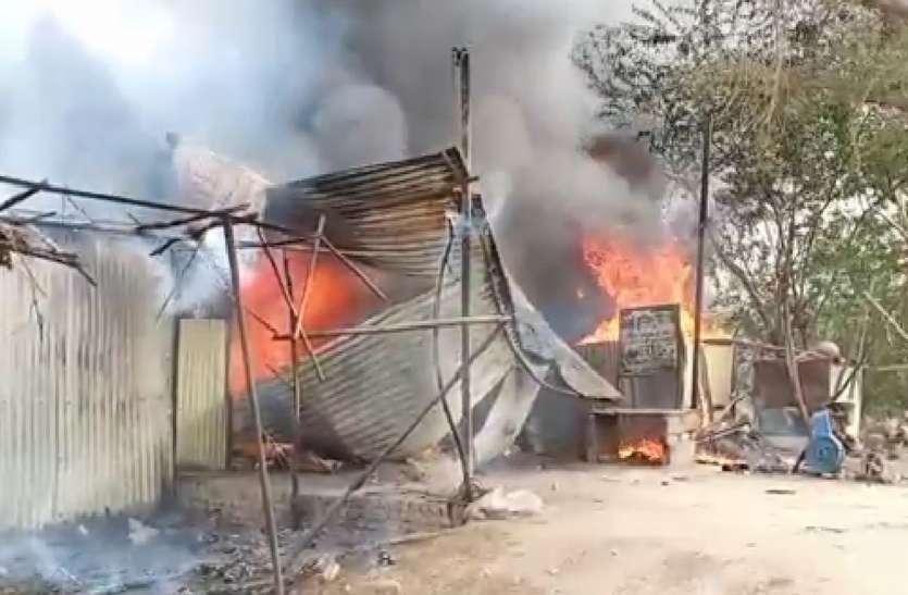 बीकानेर : खाजूवाला के बाजार में आग, तीन दुकानें जलकर राख