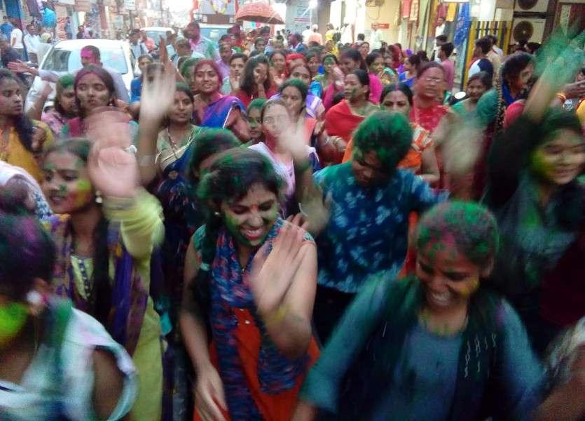 Young girls dance