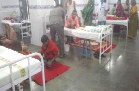 जिला अस्पताल की सफाई व्यवस्था बेपटरी: टेंडर निरस्त, गंदगी से पटे वार्ड और बरामदे, फर्श पर मरीजों का हो रहा इलाज