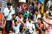 सड़क पर नमाज के विरोध में हिंदू युवा वाहिनी के कार्यकर्ताओं ने सड़कों पर किया हनुमान चालीसा का पाठ, किया ये ऐलान!